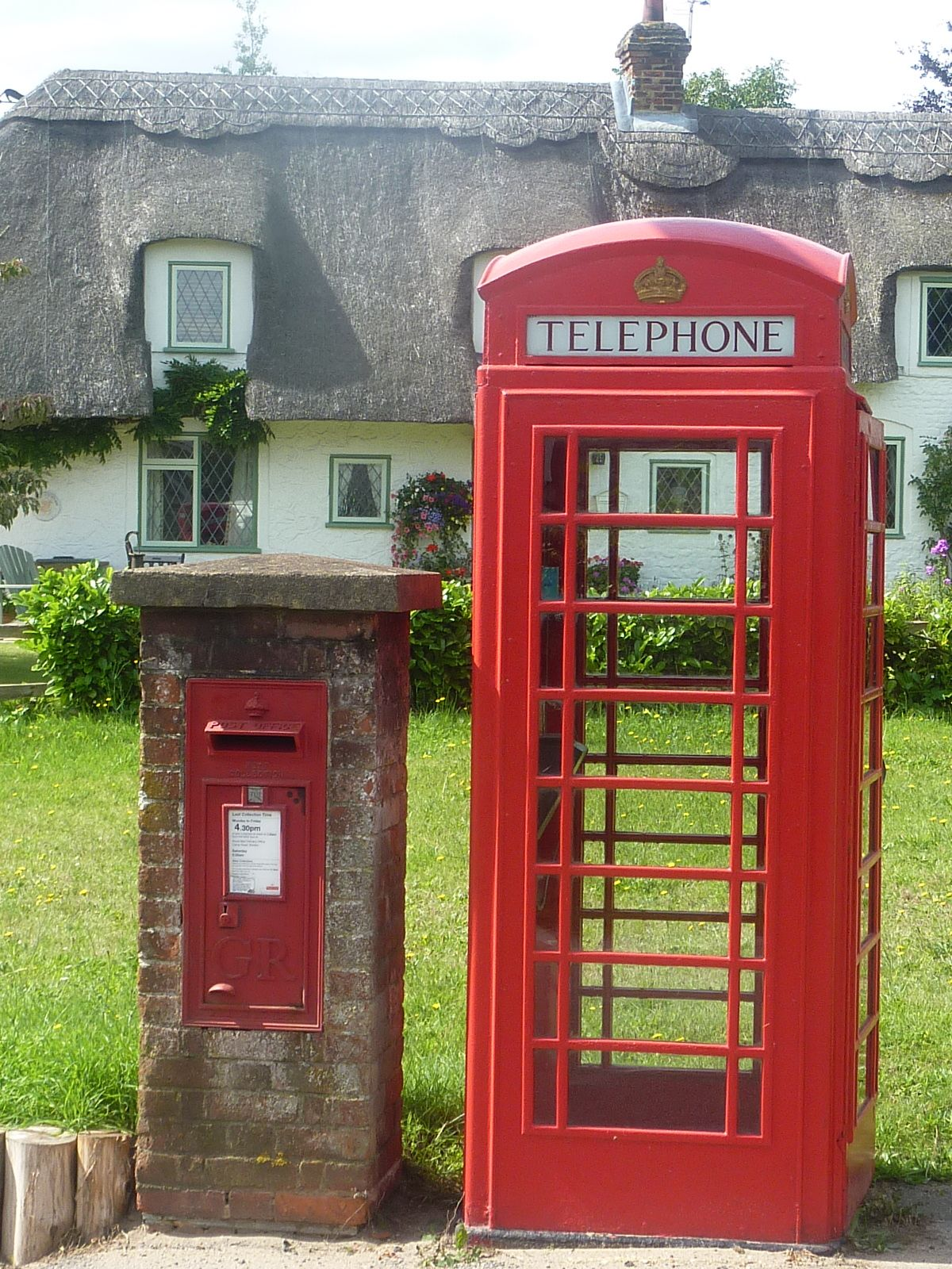 British red post box and telephone box